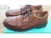 Man clarks shoes size 9