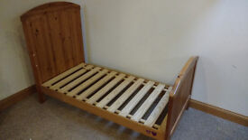 Mothercare cot bed 0-5 years. Vgc. With FREE mattress and sheets. Full instructions