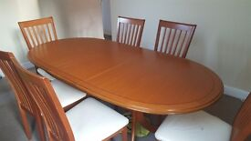 Light wood dinning table with matching chairs