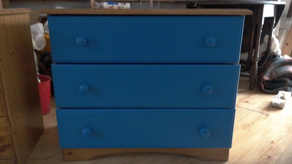 chest of drawers with solid pine fronted drawers and top