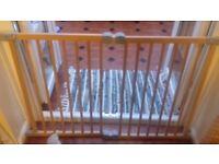Lindam wooden safety gate