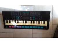 Keyboard Vintage-synth ( Yamaha music station Porta Sound PSS-780)