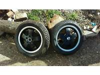 Vespa gts wheels black and chrome