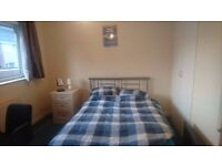 Double room to let in Keynsham house until Mid July 2017.
