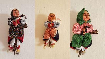 Auf Halloween (3 Halloween Hexen auf Besen sortiert Deko Dekoration Aufhänger )