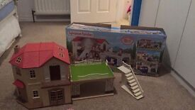 Sylvannian sylvanian Families brand new maple manor with car port toy in box