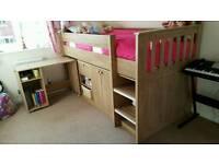 Mid-sleeper children's bed