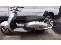 125CC RETRO CLASSIC SCOOTER FOR SALE, VERY NICE, 1YR MOT - BARKING
