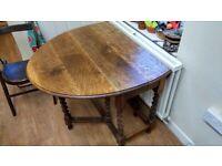 Beautiful oak table. Versatile size. Good condition.