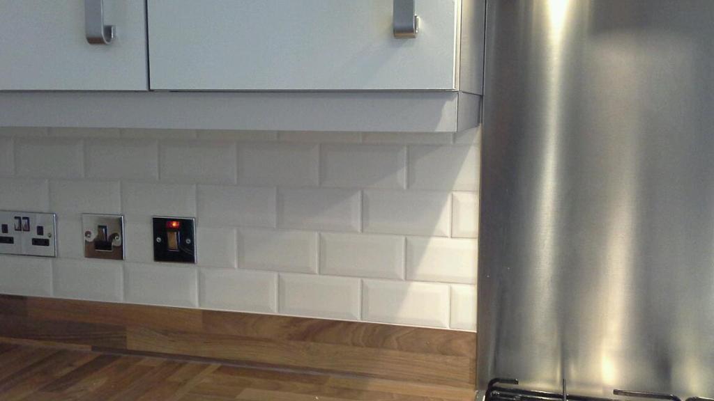 Mini Metro Satin Cream Tiles Topps