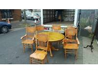 Solid oak wood dining room table + 6 chairs '2 carvers