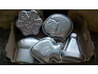 5 wilton novelty baking tins