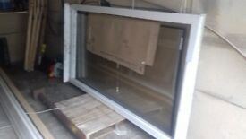 fixed panel window