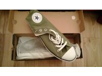 Men's Converse Size 11 (45) in Laden Green, New with the original box.