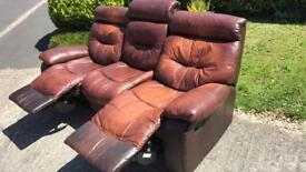 3 seater leather reclining sofa. Good condition.