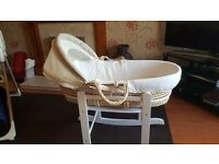 Moses Basket with Rocking Stand and Sheets