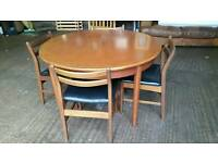 Round Extendable Retro Dining Table and 4 Chairs