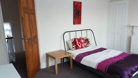 Large Double room in ideal location