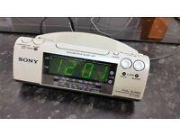 Sony Dream Machine Dual Alarm Clock FM/MW/LW 3BAND CLOCK RADIO ICF-C470L with green digital display