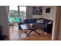 Bright spacious modern 2 bed flat - balcony, lift access and free parking!