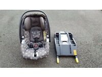Baby seat and isofix base (0-9 months). Mamas and Papas Primo Vaggio.