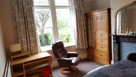 Huge double room WITH YOUR OWN KITCHEN AND SHOWER in Keynsham