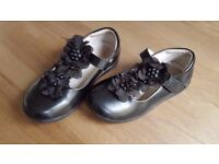 Likes Clark's girl's school shoes size Uk 10 EUR 28