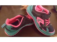 Girl's shoes, 11F size