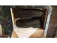 BRAND NEW BLACK ARCO SAFETY SHOES - BOXED - SIZE 11