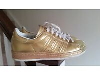 Adidas superstar gold Limited edition size 4