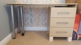 Light wood desk with swivel extension