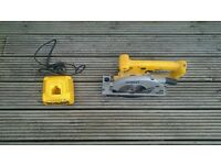 Dewalt DW935 trim saw and DE9116 charger