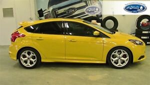 2013 Ford Focus Base (Navigation  Moon Roof  Bluetooth)