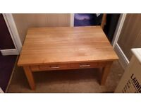 SOLID OAK COFFEE TABLE MINT CONDITION