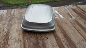 Mont blanc 250ltr roof box 2 keys all works as it should few scratches due to storage