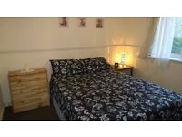 Lovely double room in Mile End, COUPLE WELCOME! HURRY UP!