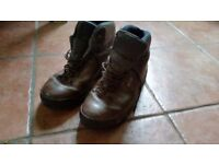 Mens Brown Leather hiking walking boots size 8