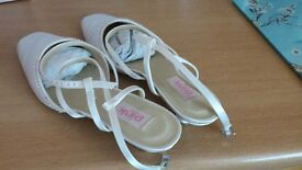 Open backed shoes size 39 ivory satin.