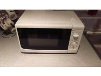 Sainsbury 700 watt microwave. Excellent condition