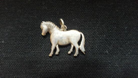 Lovely sterling silver pony pendant. Great condition £10