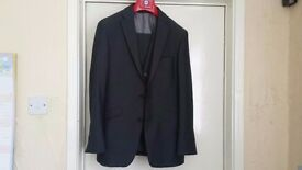Teenage Boy's 3 Piece Suit Size 36S/30S