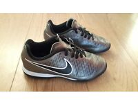 Boys Nike Trainers / Astro Turf size 4