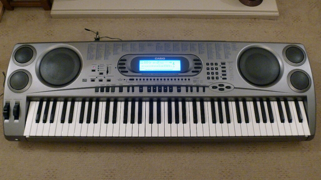 Casio WK-1800 Semi-Professional Full Size Keyboard.