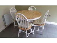 Extending kitchen dining table and 6 chairs (white / natural wood)