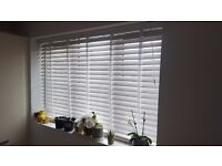 Wooden venetian blind white