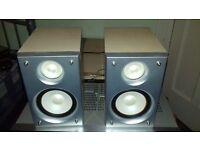 HITACHI hi-fi small 30 WATT speakers
