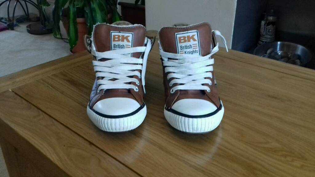 Boys British Knight Brown Leather Boots Size 5