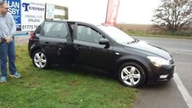 Kia Ceed 2 Hatchback, Black 1.6i, 2010, excellent used condition.