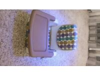 Booster feeding seat with detachable tray