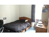 Double room in lovely 3 bedrooms Bruntsfield flat